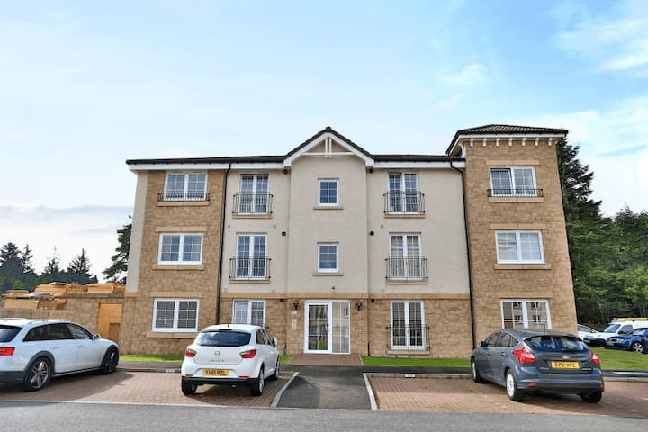 Luxurious  2 bedroom  Westhill Apartment