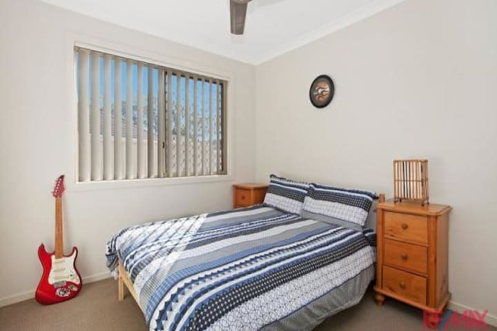 Restful home close to beaches - Deception Bay