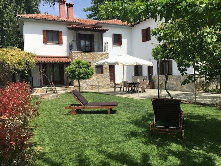 Giorgios House