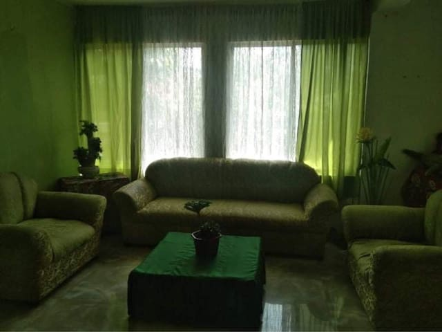 2 Storey House with 2 BR(queen bed) and Parking