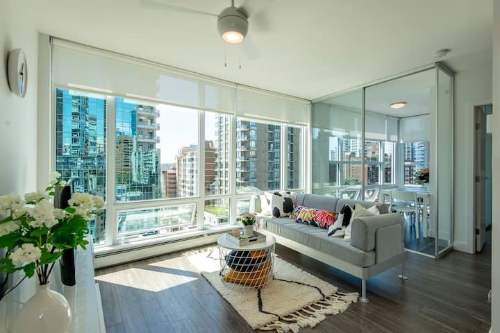 Downtown Brand-new, modern, bright apartment