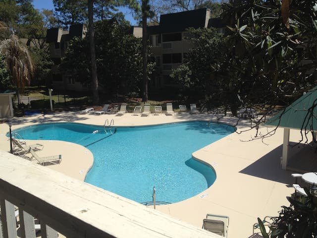 Comfortable Poolside - Hilton Head on a Budget
