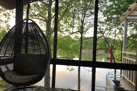 Watersedge  hot tub,canoe,kayaks weekly available
