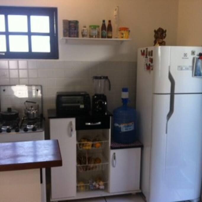 Cozinha à disposição para o preparo de pequenas refeições (café, lanches etc)
