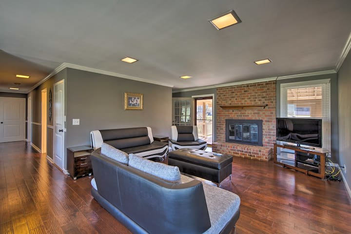 NEW! 4BR Home w/Deck, Mins from Downtown Nashville