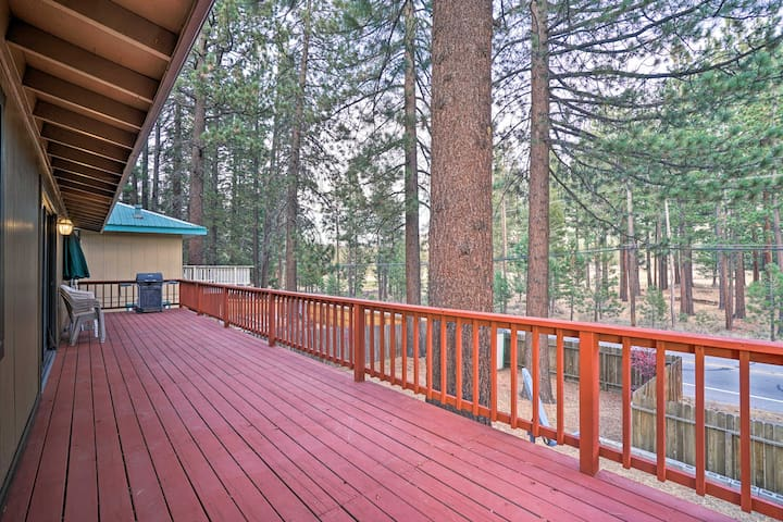 NEW! South Lake Tahoe Home-2 Mi to Heavenly Resort