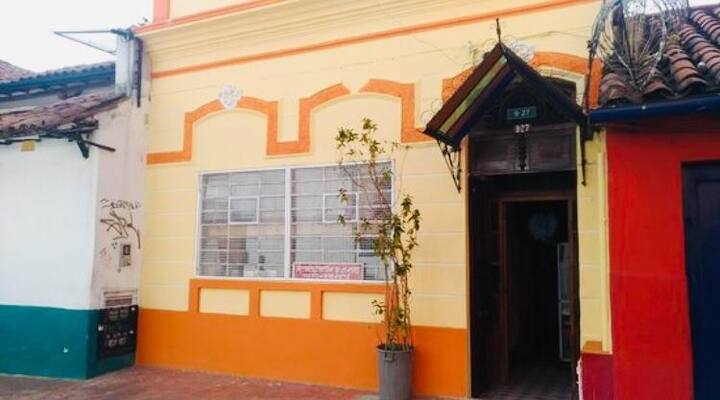Cozy B&B in Candelaria, 3 block from Botero museum