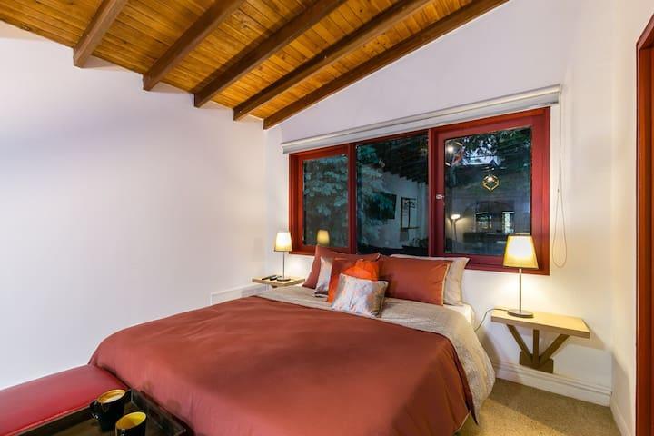*NEW*LOFT, at el poblado, near to everything!
