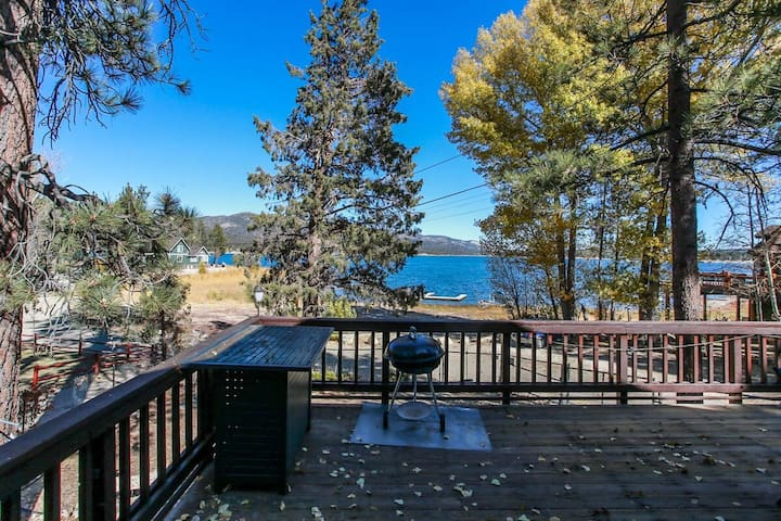 Lakeshore Cabin 3BR LAKEFRONT w/ Boat Dock/Hot Tub/Pool Table/Fenced/Pets