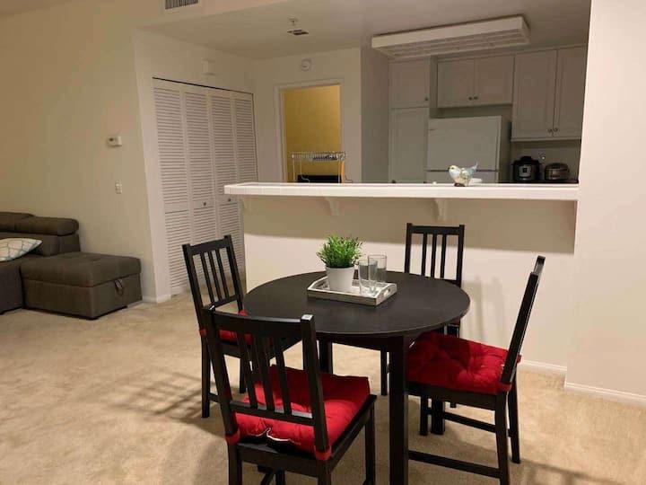 尔湾高尚住宅区的安静安全公寓