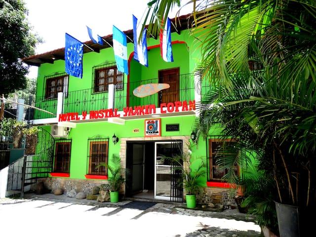 Yaxkin Copan Hotel & Hostal