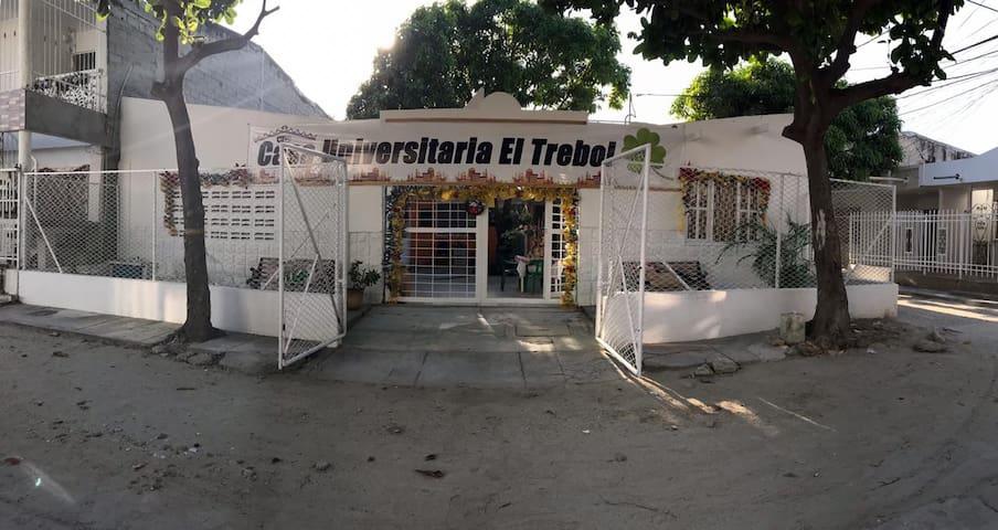 HOSTAL.   CASA UNIVERSITARIA   EL TREBOL