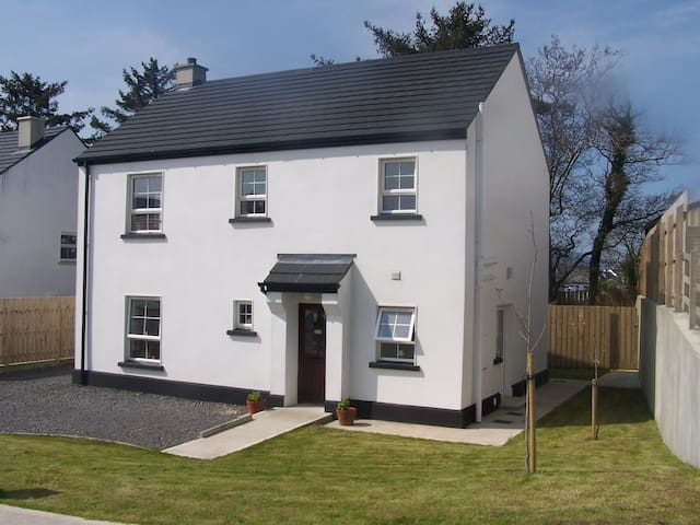 9 Drumbaron Park Ardara (contemporary cottage)