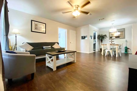 Beautiful apt with dbl masters brs.20 min to beach