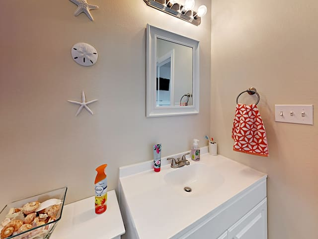An ample supply of plush towels can be found in both bathrooms.