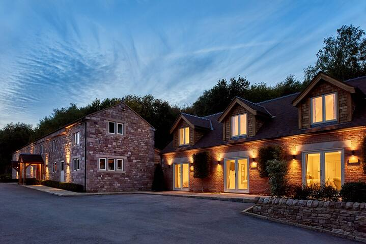 Consall Valley *LUXURY ALL ENSUITE OUTSTANDING *