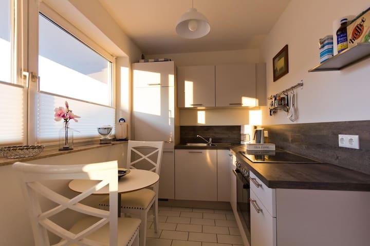 Sehr helle und großzügige 2- Zimmer Ferienwohnung - Sankt Peter-Ording - Apartment