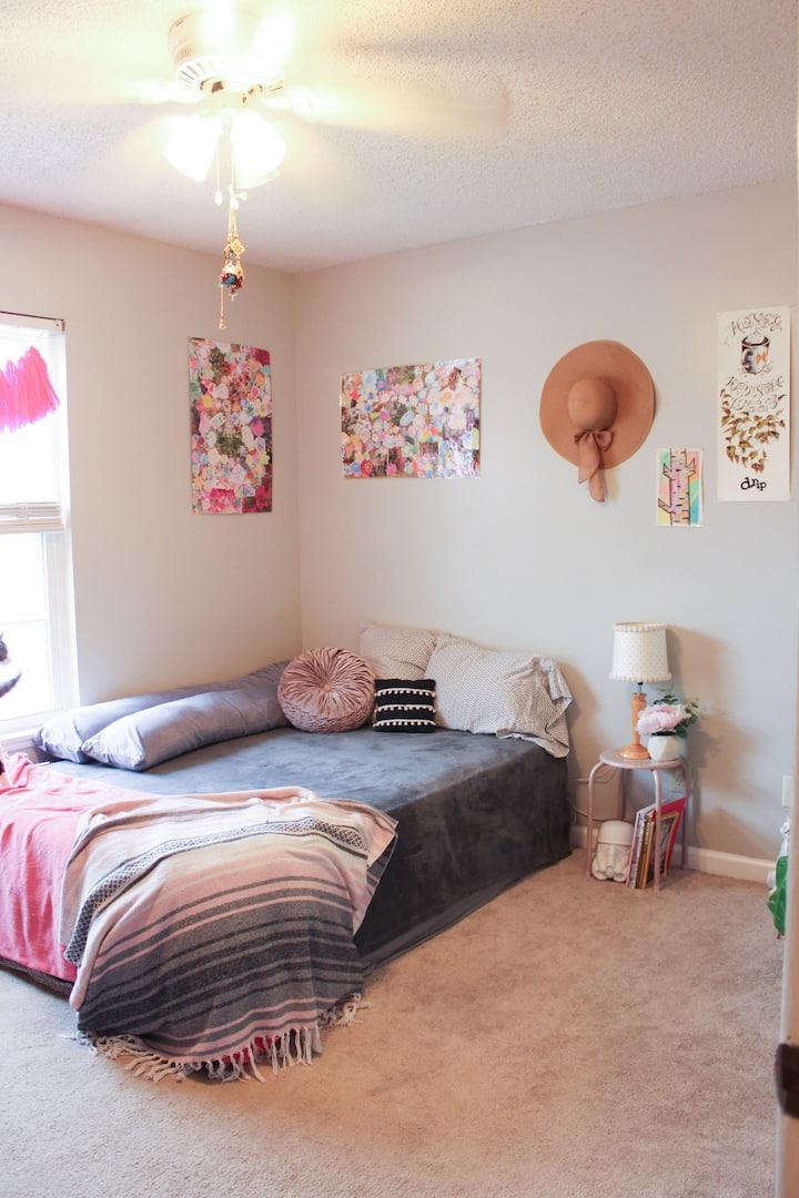 Private Room/Bath in Quiet TownhouseW. Cola SC
