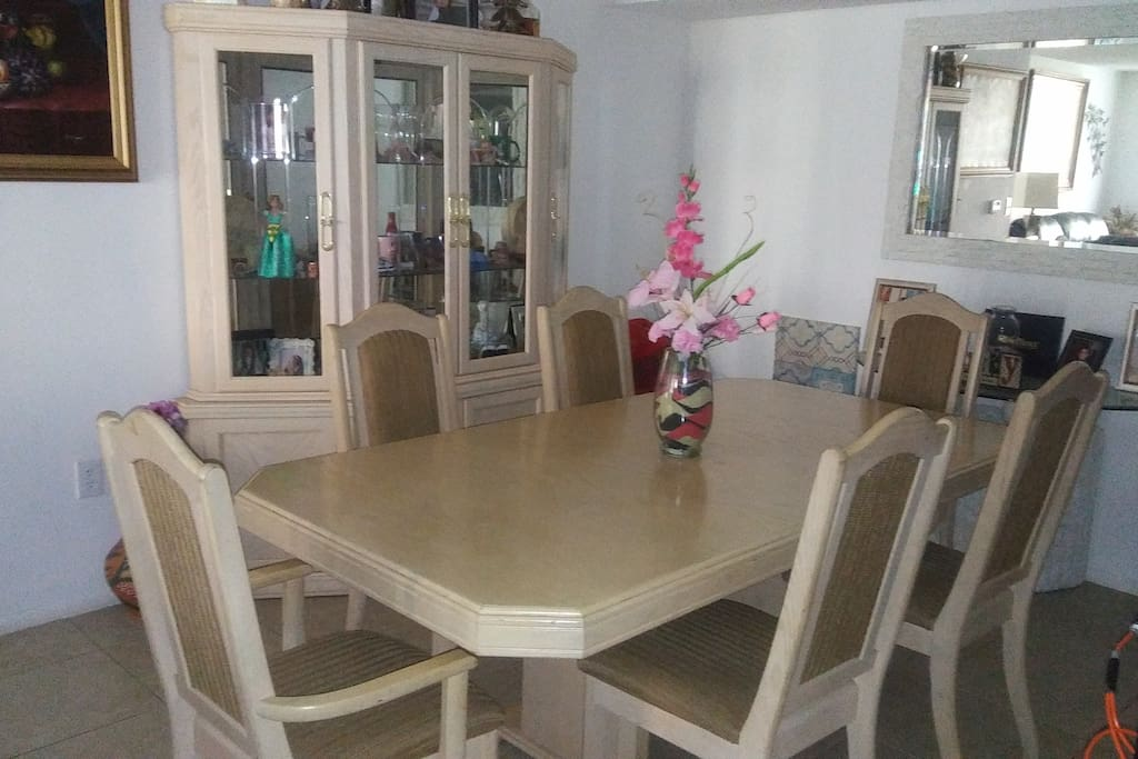 Excellent dining space!