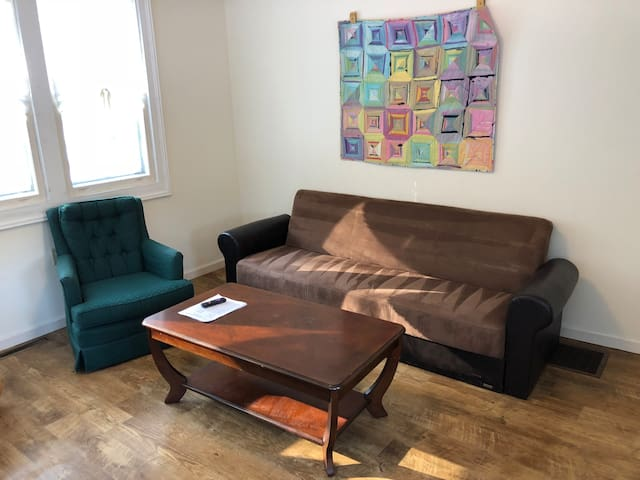 Downtown two-bedroom private apartment