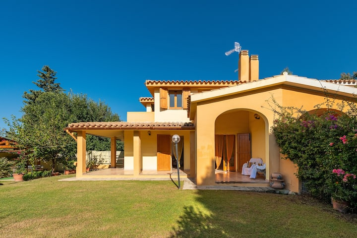 """Mediterranean apartment """"Villa delle Stelle"""" with Balcony, Garden and Terrace; Parking Available"""