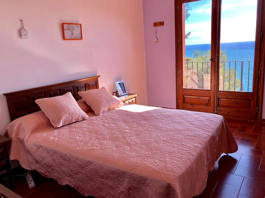 Double bedroom N2 with sea view