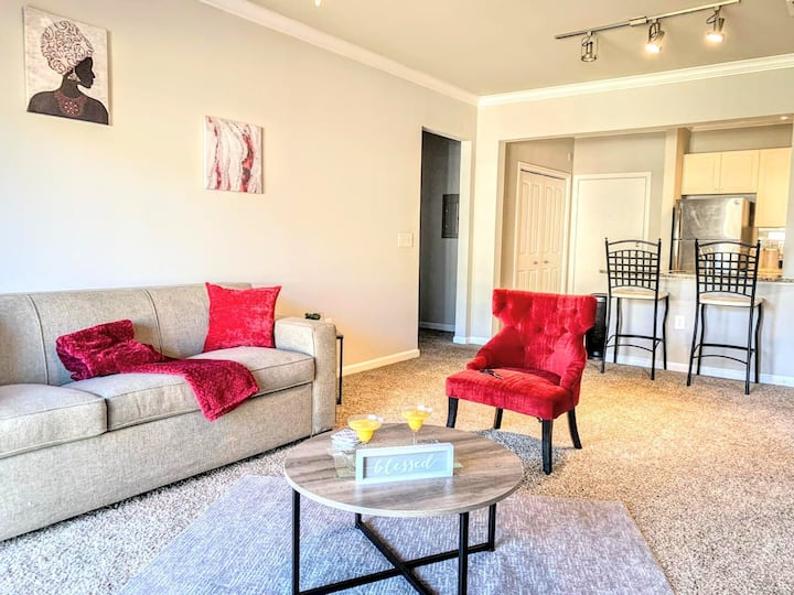 Chic 2/2 Located Brookhaven