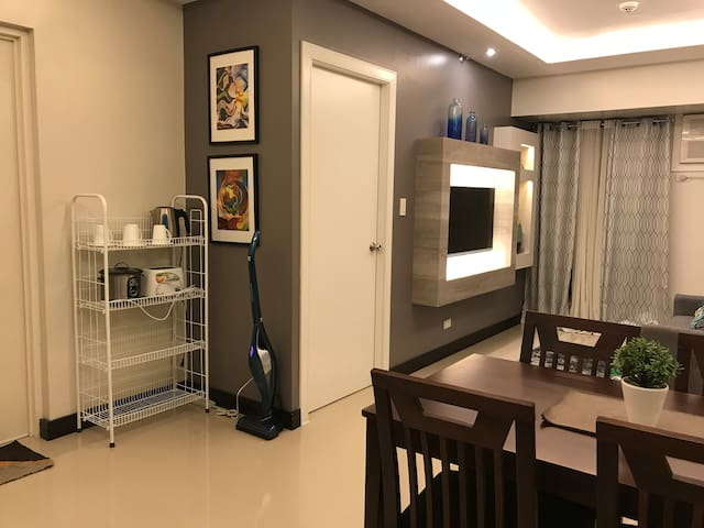 1BR Avida Towers Alabang w/landline, WIFI,cable TV