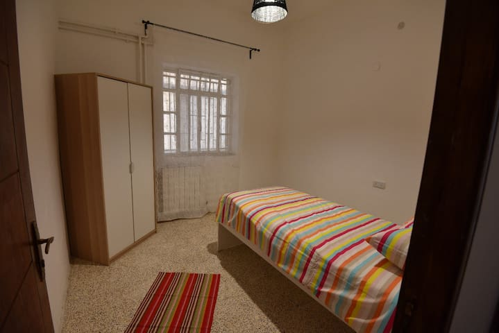 Single bed room in Rainbow St.