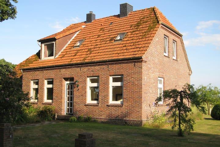 Bauer Jakobs Haus  in kleiner Ortschaft nahe Jever