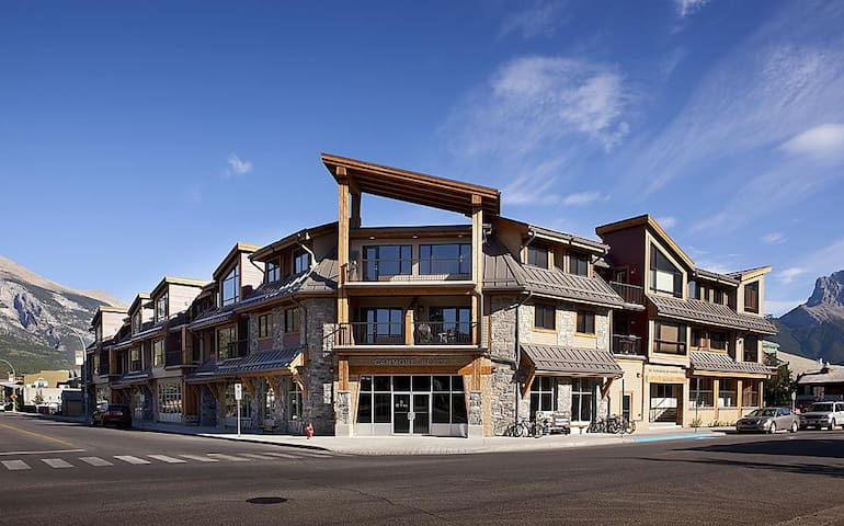Downtown Canmore Condo - Great Mountain Views