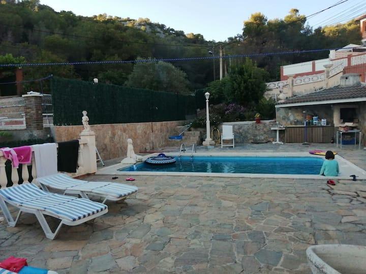 Chalet Mar y Montaña con piscina