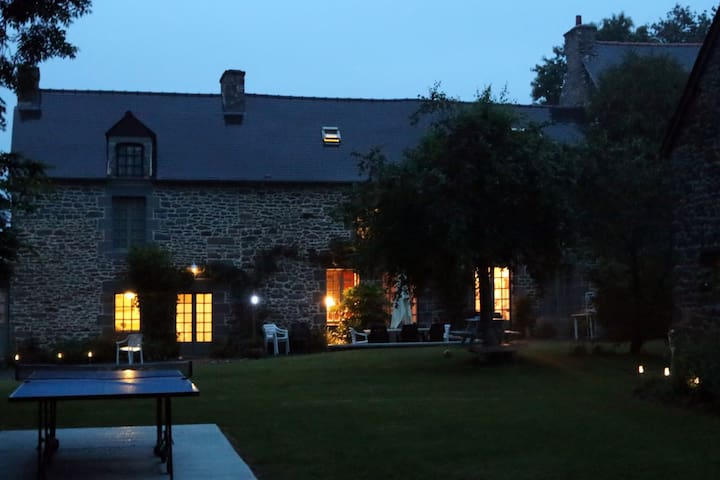 Le Clos du Rouvre by night