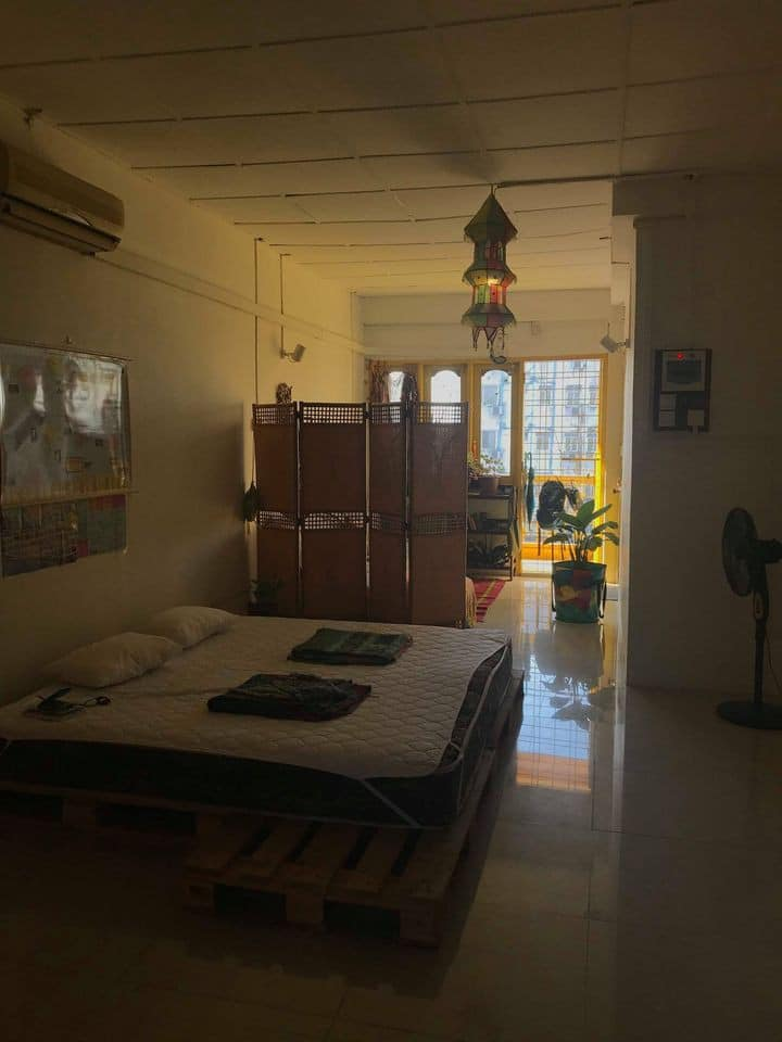 Sun- filled Top floor studio with stunning view