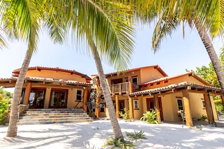 Stunning Beach Villa. Daily Housekeeping, Huge Pool, Concierge, Tennis.