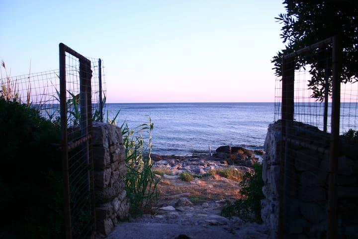 San Gregorio: Appartamento in villa sul mare