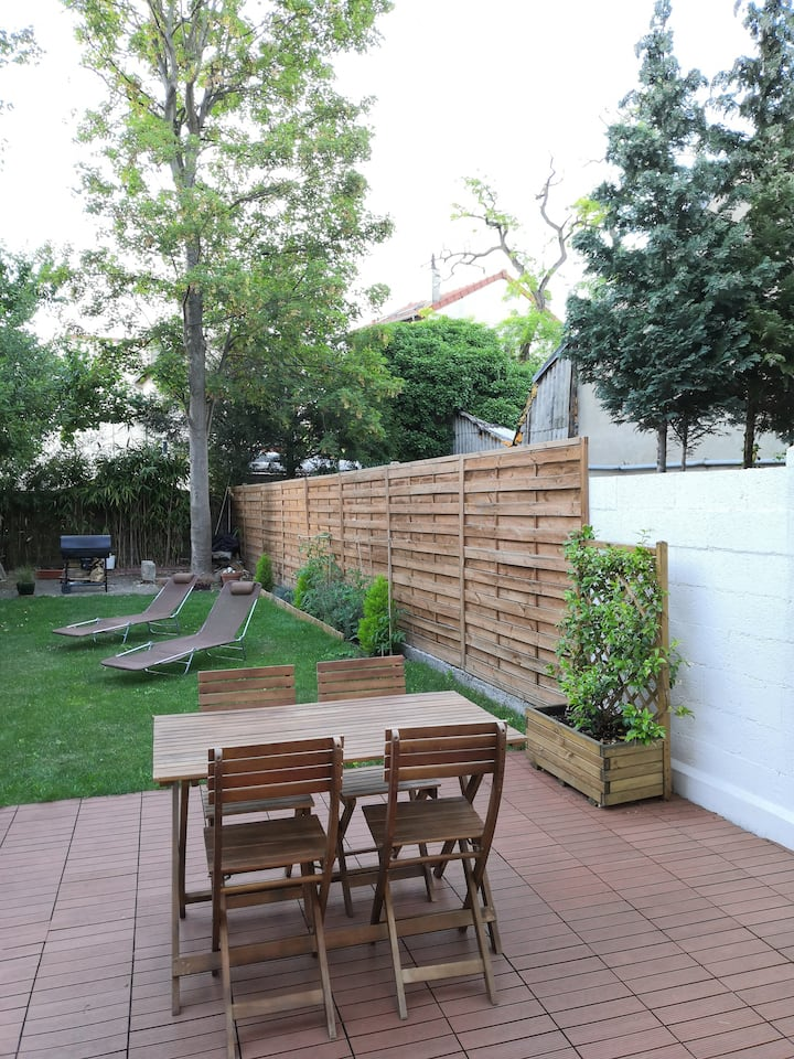 Cosy apartment with garden  (10min Paris by train)