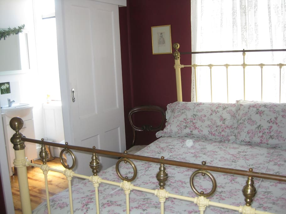 Early Morning Sunshine Antique Comfortable Double Bed