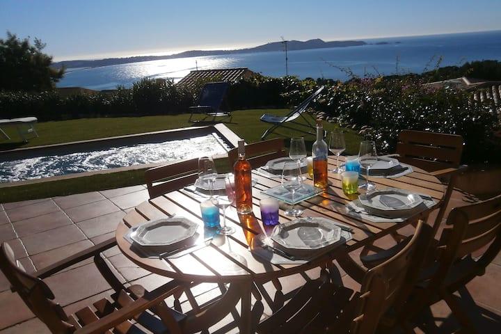 Villa ensoleillée, vue mer avec piscine  chauffée