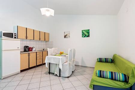 Beautiful Apartment in Jasenice near Sea