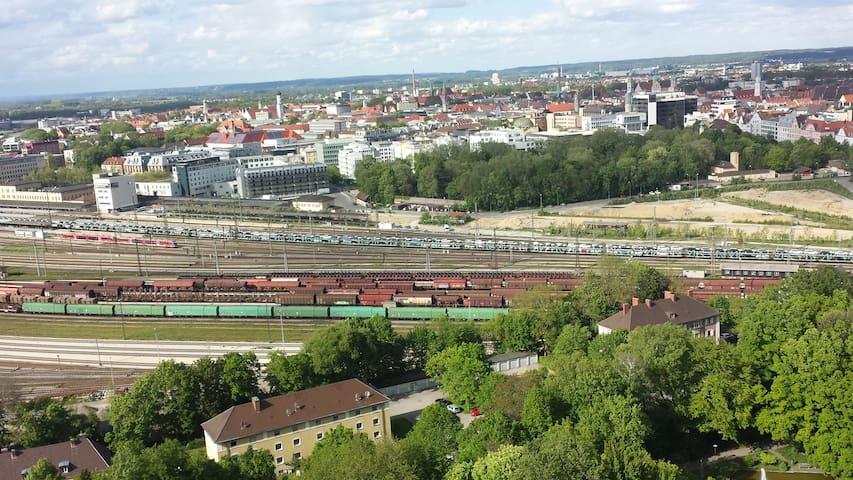 Wohnung-Ausblick auf die Stadt von der 25. Etage