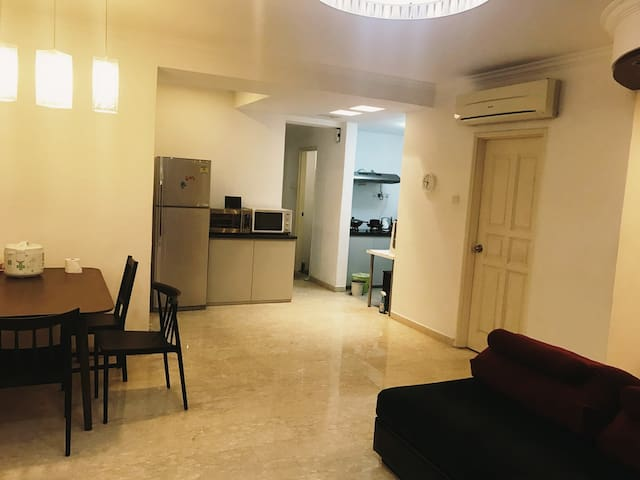 Apartment near MRT, NUS, Sentosa,friendly host.