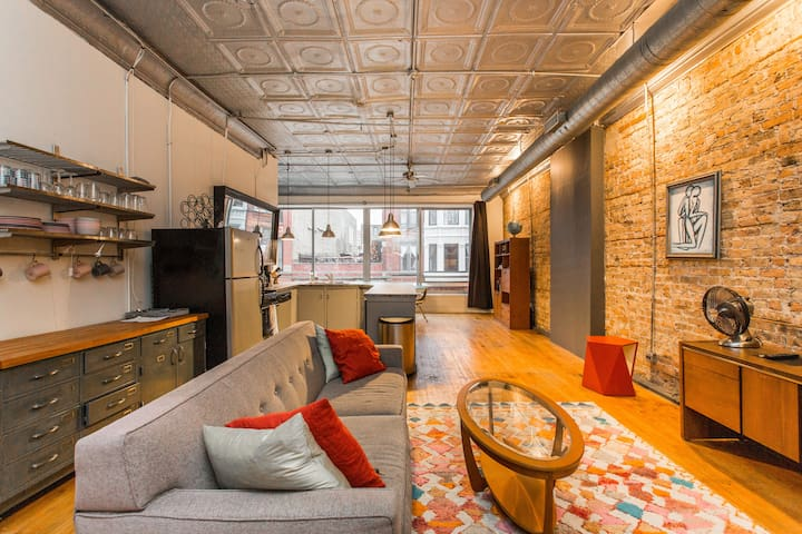 Entire Loft in Heart of Wicker Park with Parking