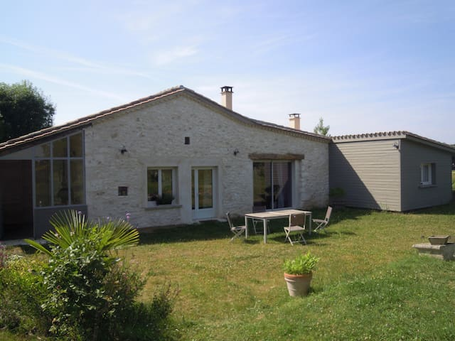 Room in charming house - Serres-et-Montguyard - Rumah