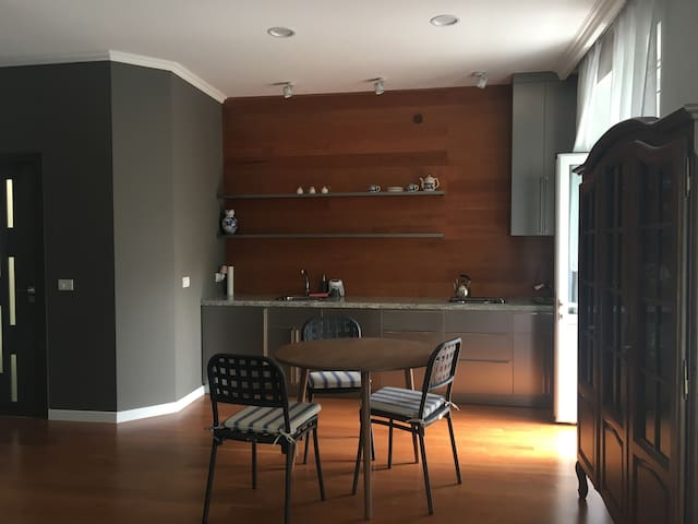 Cozy studio apartment, 10min from the city center