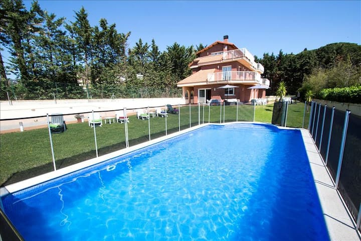 Villa Llavaneres for up to 20 guests, only 2km from the beach and Mediterranean Sea! - Barcelona Region - Villa