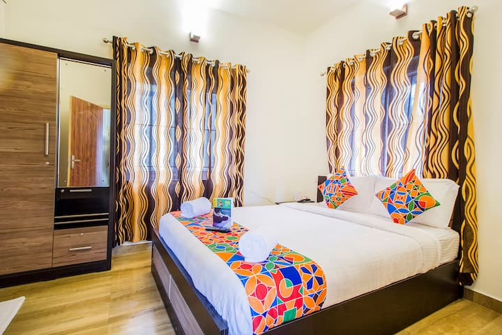 Spacious Room Near Ooty Lake