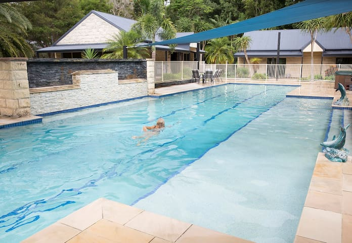 Spacious 2 Bedroom Cottage in Resort Style Setting - Tallebudgera Valley - Casa