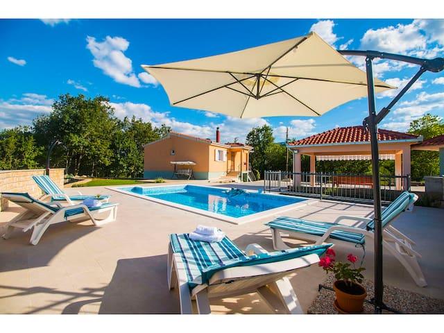 Villa Katja with private pool,free bikes