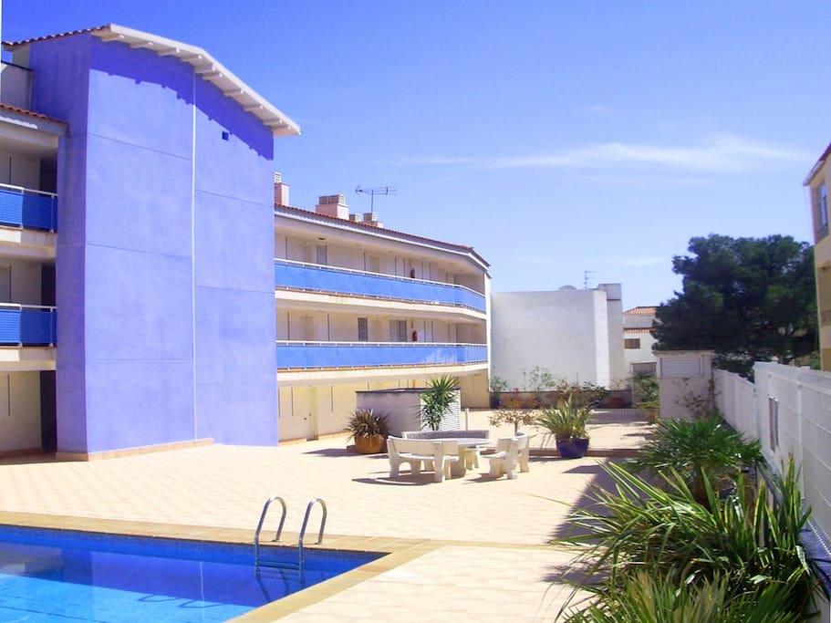 Edificio y piscina Salsadellans